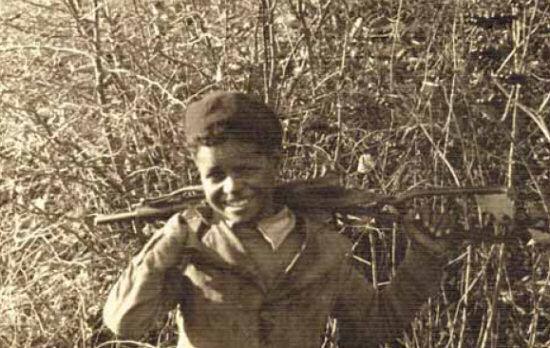 Italo Caracul, detto Tripolino, in una foto degli Anni '40 sulle montagne di Gandino