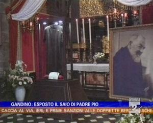 Esposto il saio di Padre Pio