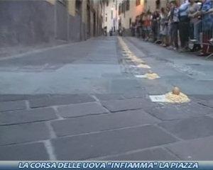 La corsa delle uova infiamma la piazza