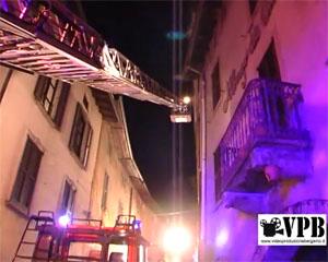 Incendio causato da canna fumaria distrugge un tetto