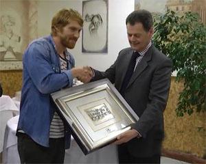 Atalanta club valgandino: consegnato a Biondini il premio bravo papà 2013